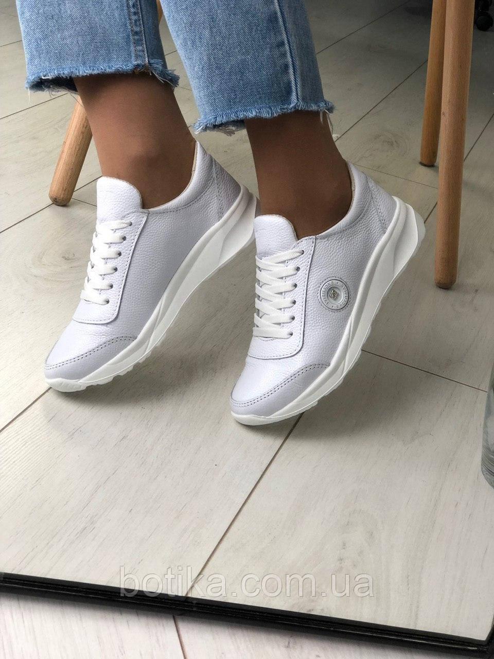 Классные кожаные женские кроссовки на шнурках белые