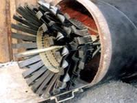 Щётки или «ерши» при помощи лебёдки протягиваются через трубопровод и уничтожают инкрустацию и отложения. Приспособления, последовательно соединённые с пыжами, транспортируются от одного конца трубы и принимаются на другом.