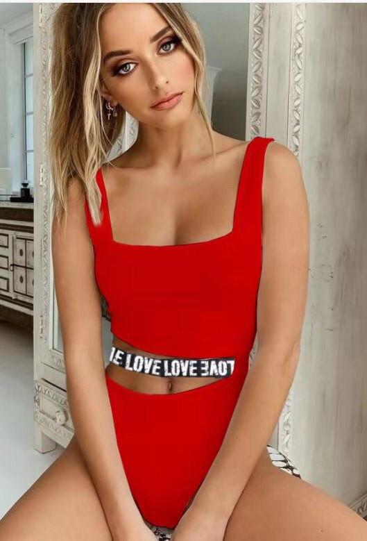 Купальник слитный красный с резинкой Love на талии