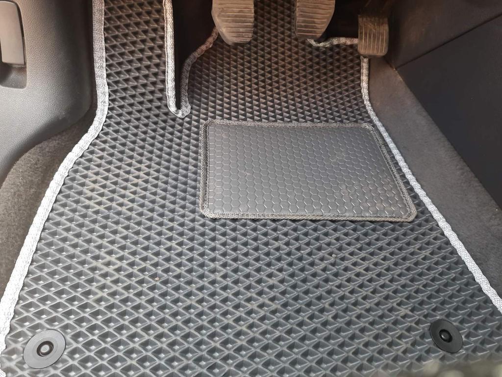 Наши EVA коврики в салоне Peugeot 5008 '09-16