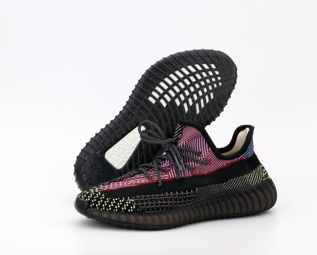 Черные рефлективные кроссовки Adidas Yeezy Boost 350 фото