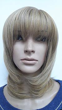 Парик искусственный темный блонд стрижка каскад с челкой