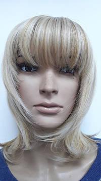 Парик искусственный темный блонд стрижка каскад с челкой мелирование