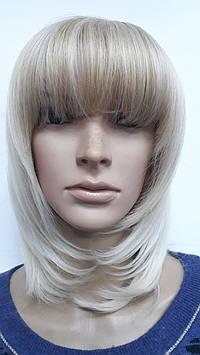 Искусственный парик блонд стрижка каскад с челкой