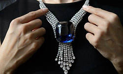 """Сапфир """"Голубая красавица Азии"""" ушел с молотка за 18 миллионов при весе в 392 карата."""