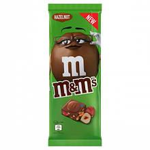 Шоколадная плитка M&M's c фундуком и разноцветным драже, 150 грамм