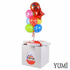 Коробка белая Киндер Сюрприз и связка цветными шариками С Днём рождения и в горох