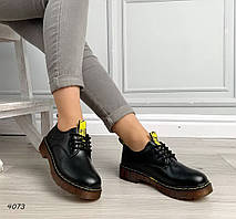 Закрытые черные туфли