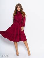 Бордовое расклешенное платье с воланами