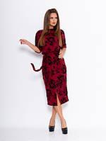 Бордовое офисное платье с фактурными черными розами
