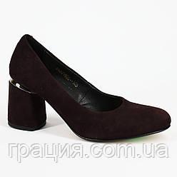 Модные женские туфли из натуральной замши на не большем каблуке