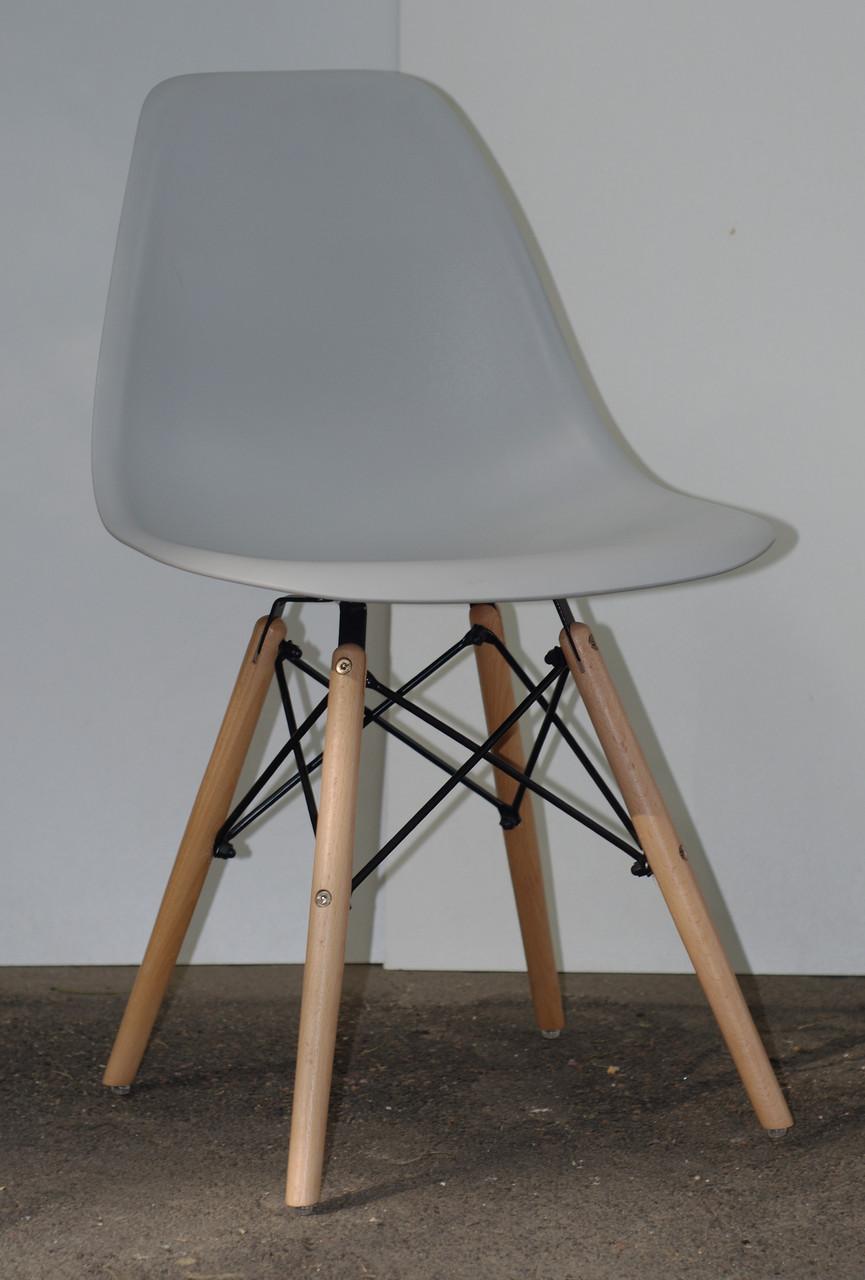 Стул из пластика Nik - N (Ник Н) светло- серый 10 на деревянных ножках