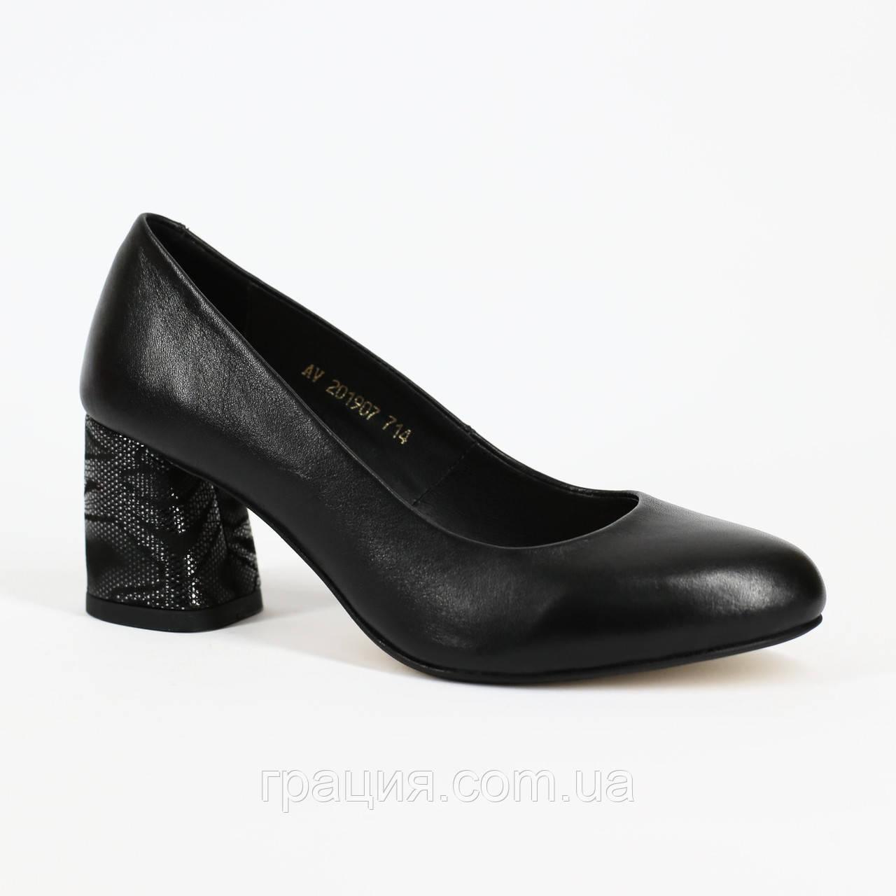 Женские элегантные туфли кожаные натуральные на не большем каблуке