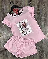 Розовый комплект в пижамном стиле футболка и шорты с аппликацией.