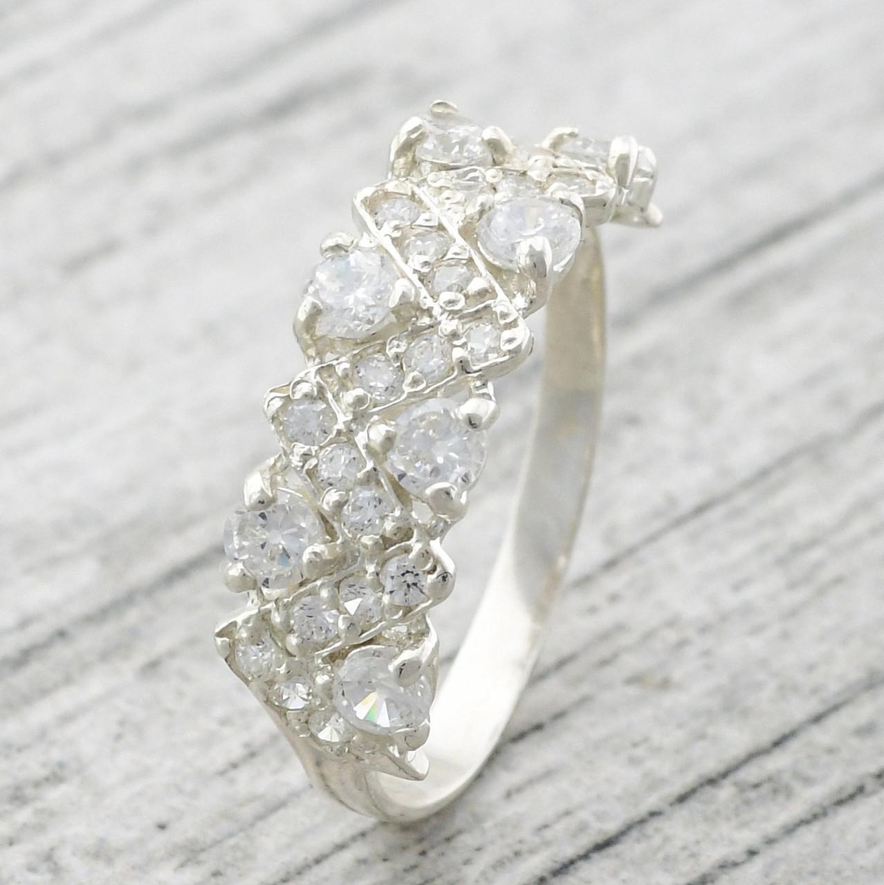 Серебряное кольцо Венок вставка белые фианиты вес 2.37 г размер 17