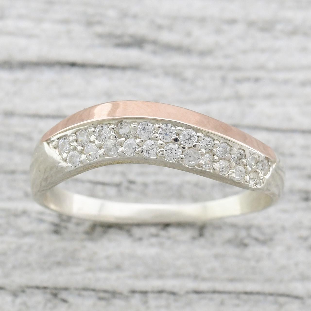 Серебряное кольцо с золотом Илона вставка белые фианиты вес 1.8 г размер 18