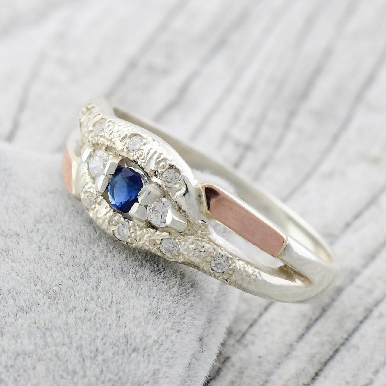 Серебряное кольцо с золотом Камила вставка синие фианиты вес 2.3 г размер 18