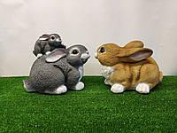 Садовая фигура зайчиха с зайчонком и заяц семейка. декоративная  садовая фигура.