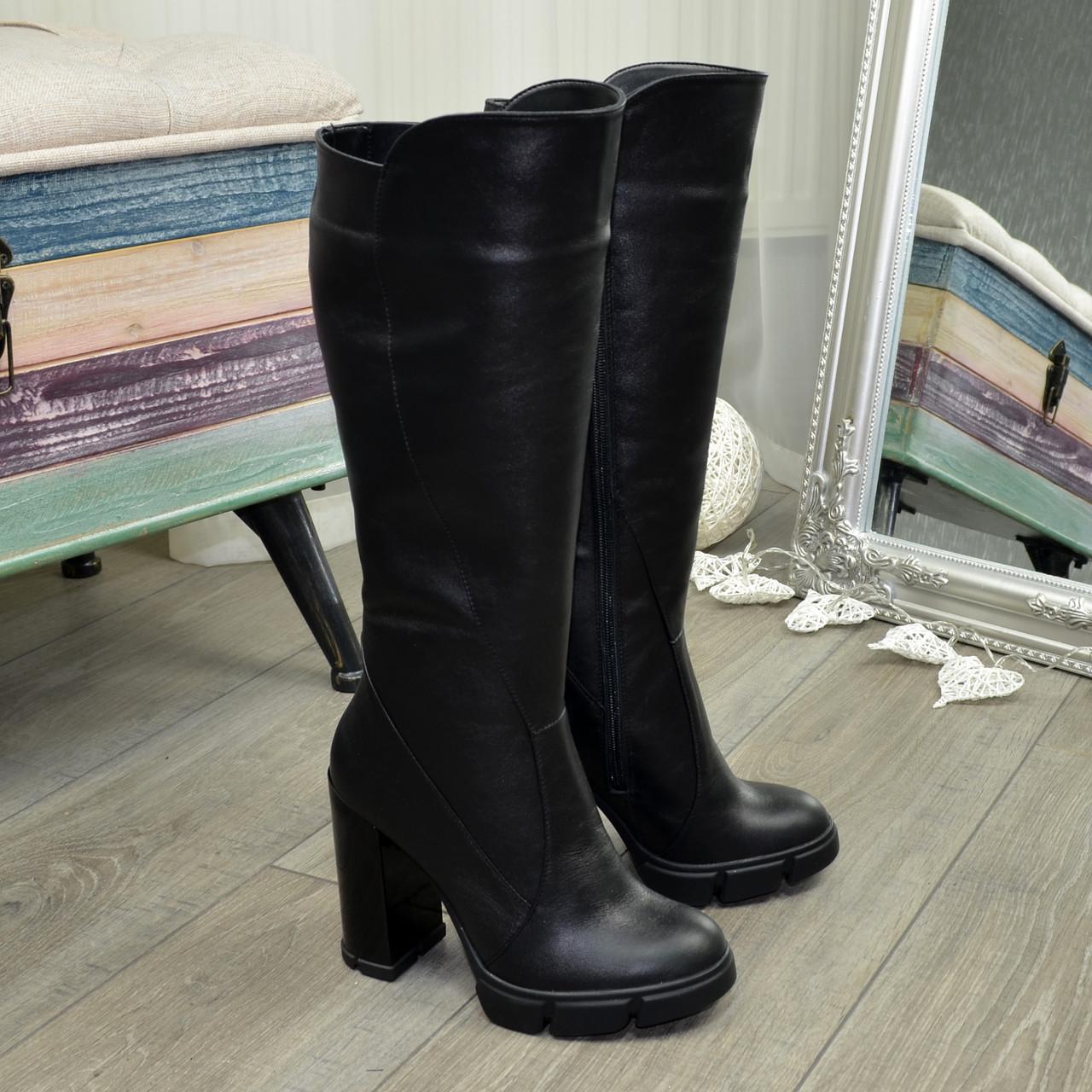 Женские   кожаные сапоги на высоком каблуке.