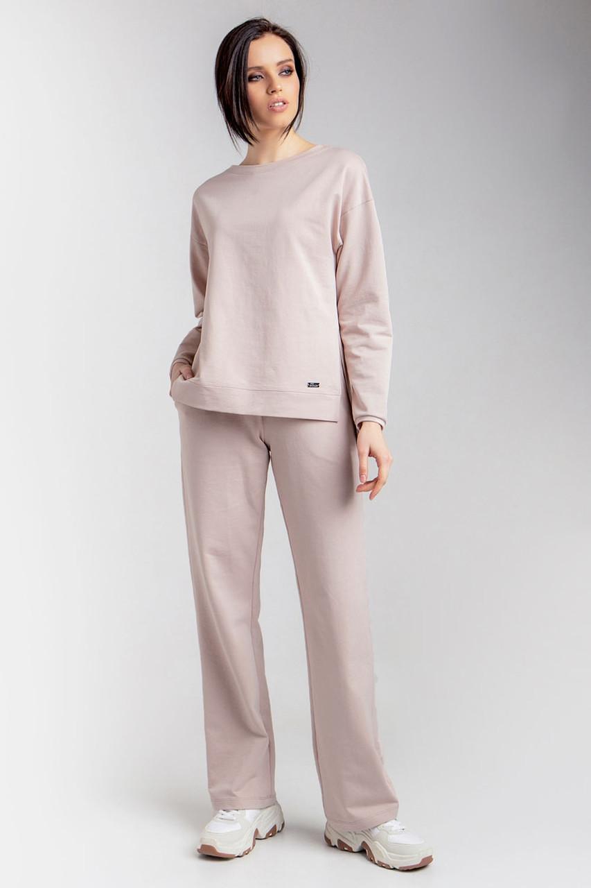 Минималистичный женский комплект, состоящий из джемпера и брюк