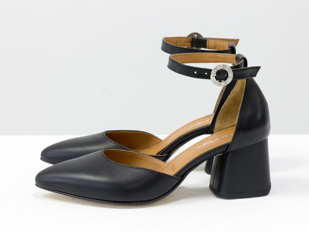Классические черные туфли на расклешенном невысоком матовом каблуке