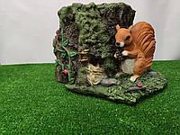 Садовая фигура Кашпо пень с белкой. декоративная  садовая фигура.