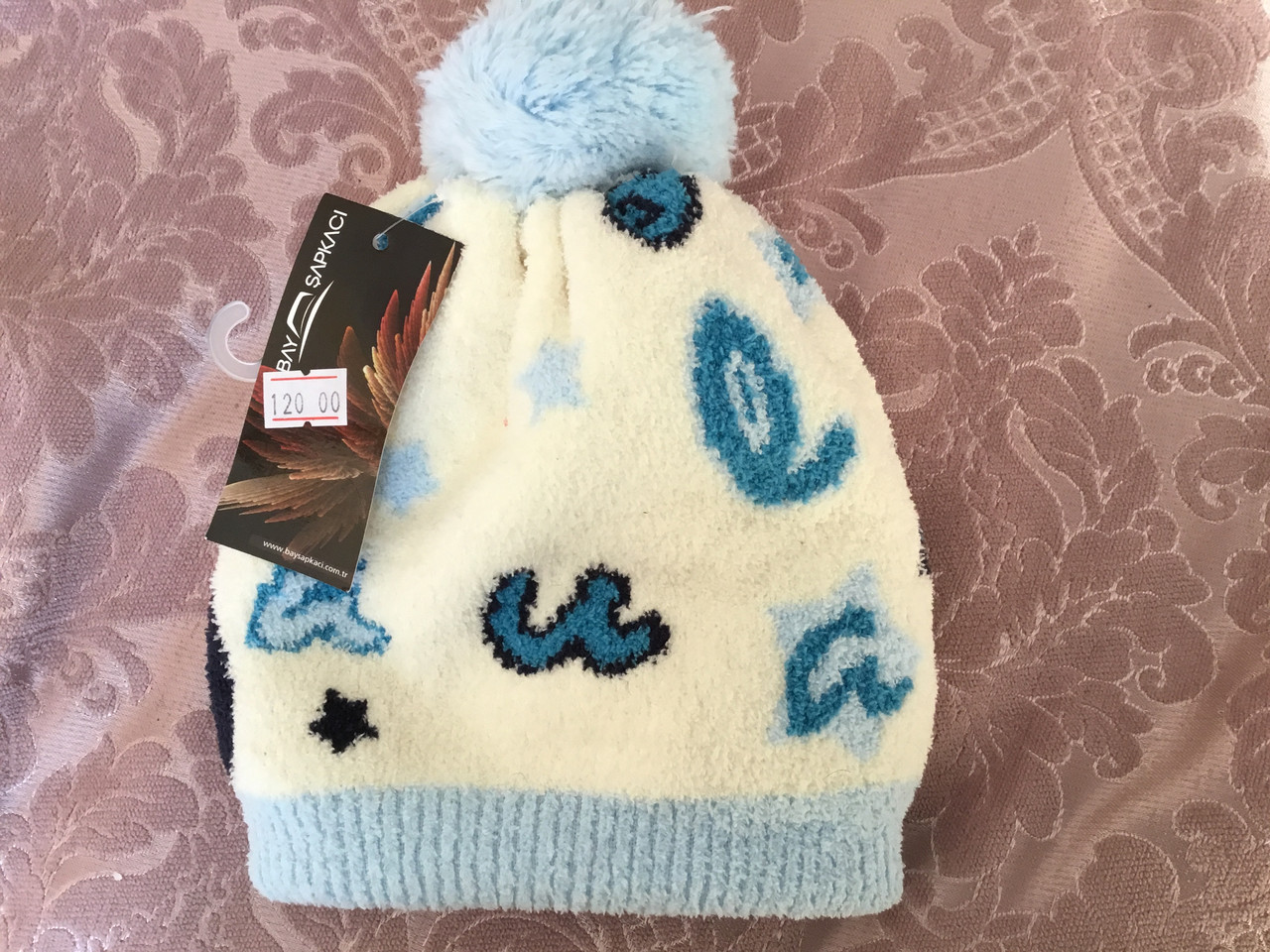 Модная детская шапка с помпоном