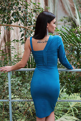 Синее облегающее клубное платье с одним рукавом