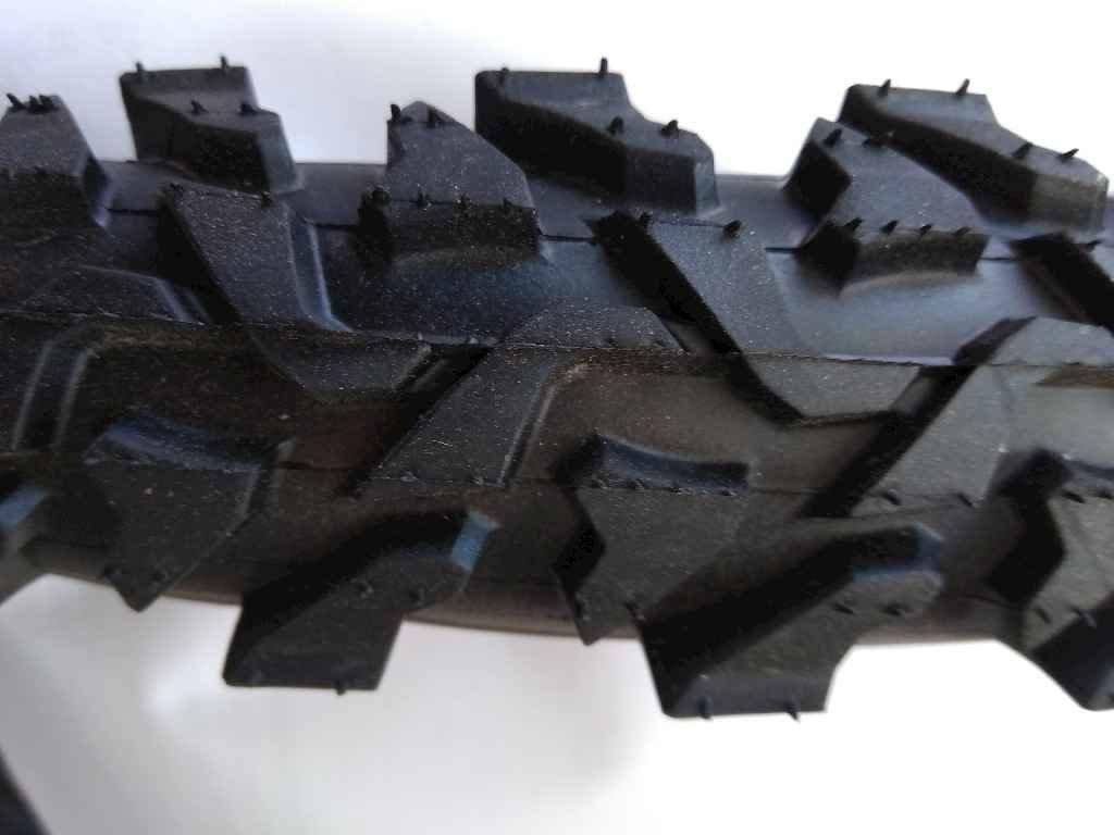 Покришка без камери d-28х1,75 (47-622) Шиповка чорна H- 462 ТМChao Yang