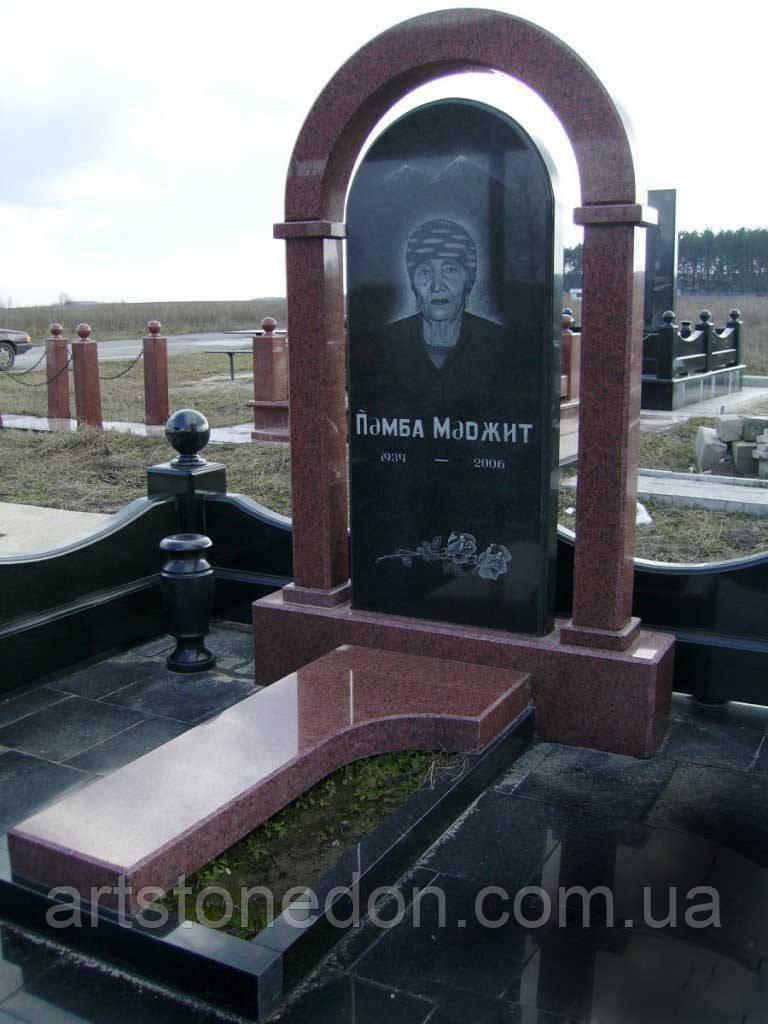 памятники из гранита в москве у заводчика