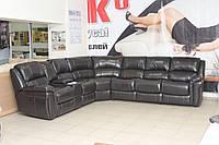 Угловой диван из натуральной кожи с двумя электрическими реклайнерами и раскладным механизмом, фото 1