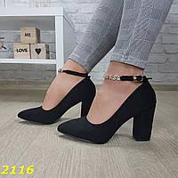 Туфли лодочки замшевые на невысоком широком толстом каблуке с ремешком застежкой