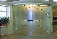 Перегородка радиусная с раздвижными стеклянными дверями