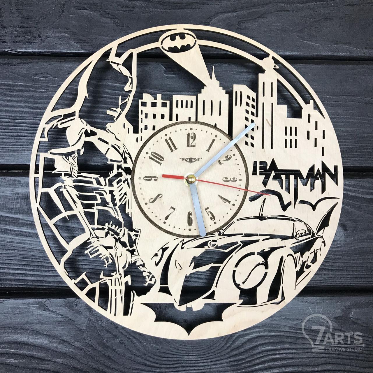 """Настенные часы из дерева с плавным ходом """"Бэтмен"""""""