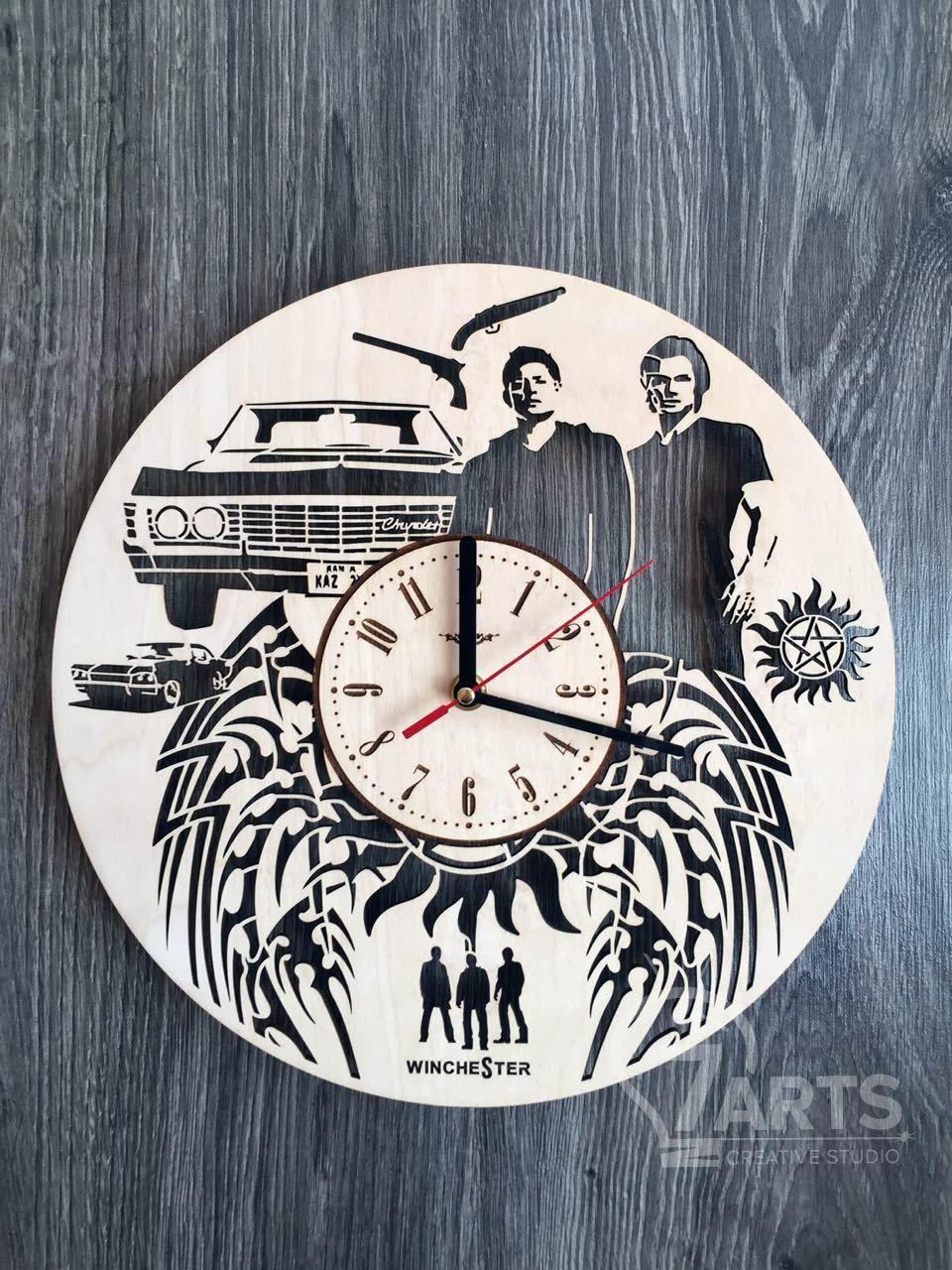 Дизайнерские деревянные часы «Сверхьестественное»