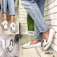 Лоферы женские кожаные белые с кисточками