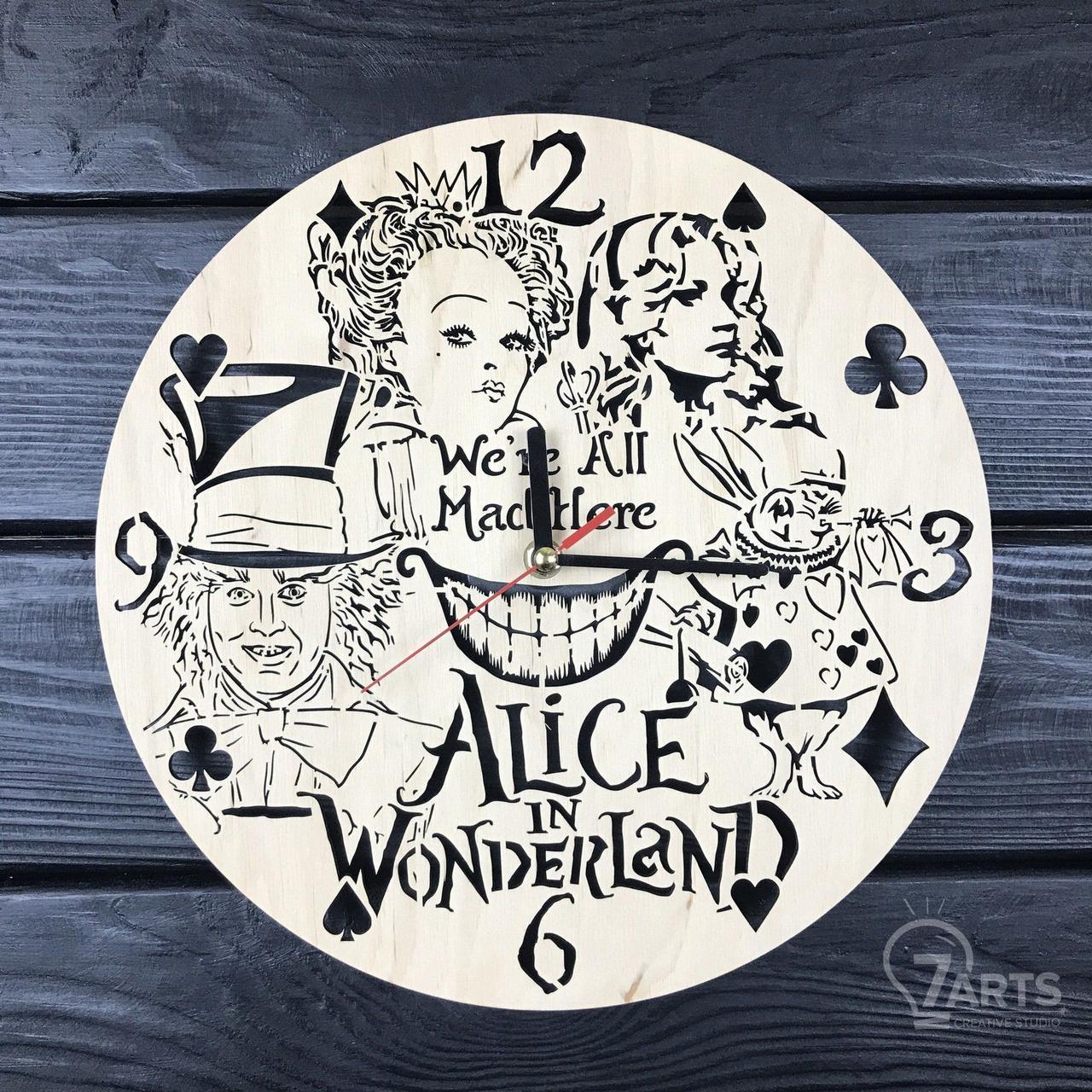 Детские настенные часы из дерева «Алиса в стране чудес»