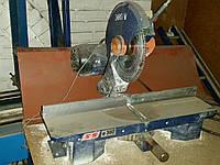 Торцовочная пила со столами б/у для резки пластика, алюминия и дерева