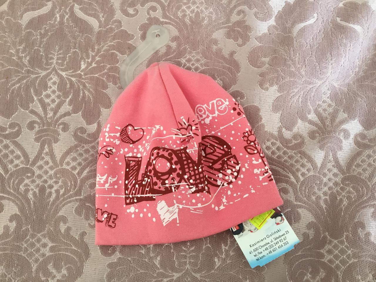 Стильная шапочка для девочки в ярких цветах