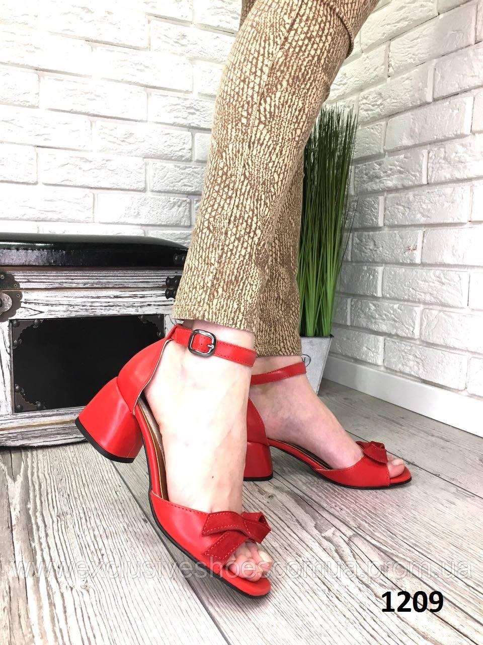 Босоніжки жіночі шкіряні червоні з бантом на підборах