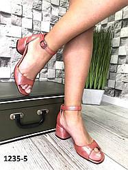 Босоніжки жіночі шкіряні червоні на підборах