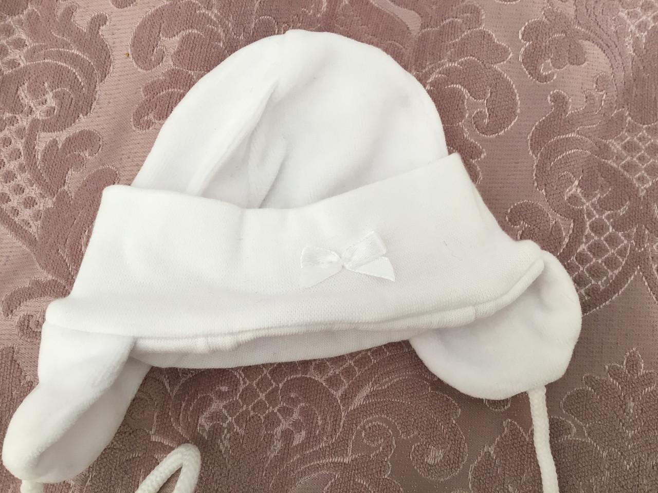 Детская шапочка белого цвета для новорожденных