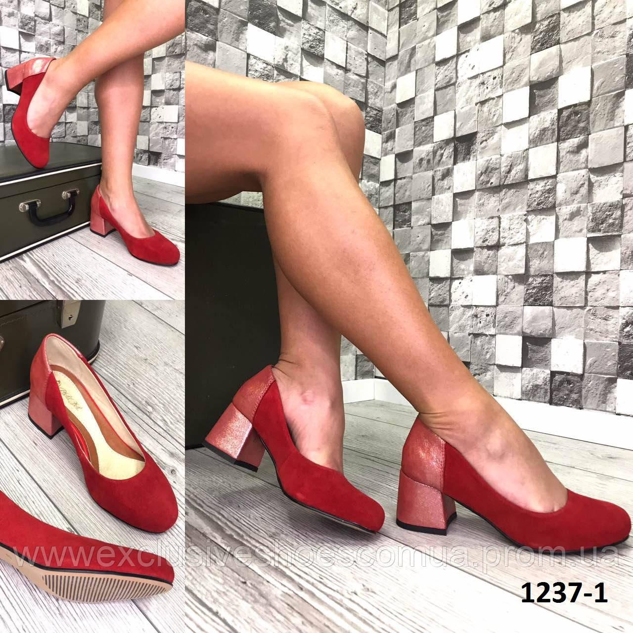 Туфли женские замшевые красные на каблуке с принтом на пятке