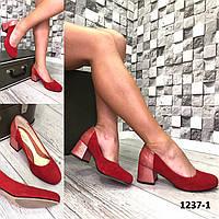 Туфли женские лодочки замшевые красные на каблуке с принтом на пятке