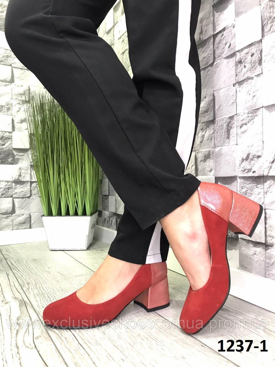 Туфлі жіночі човники червоні замшеві на підборах з принтом на п'яті