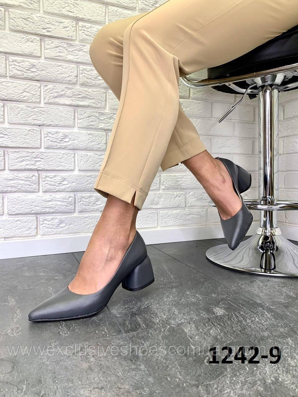 Туфлі жіночі туфельки шкіряні графітові на підборах гостроносі