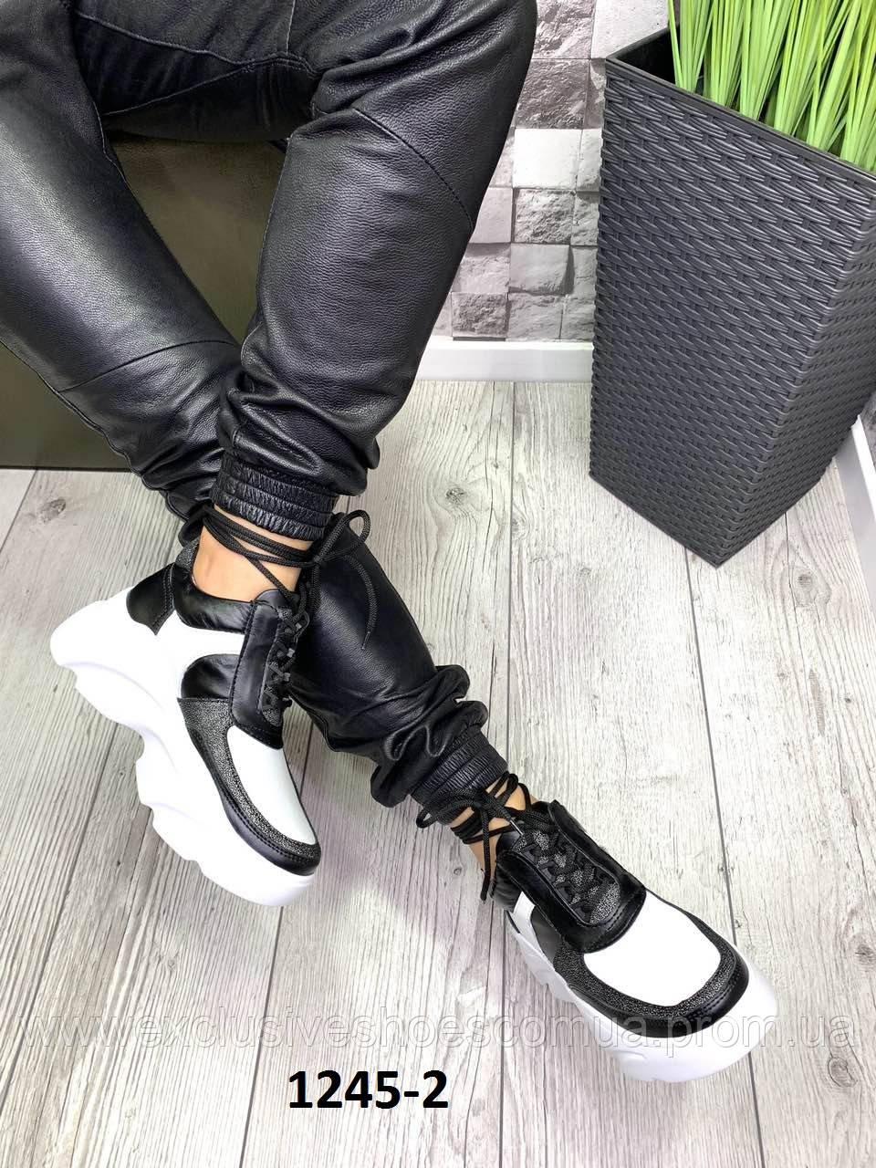 Кросівки жіночі замшеві біло чорні на платформі