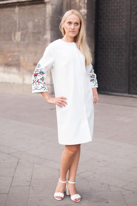Дизайнерське жіноче пальто з вишивкою