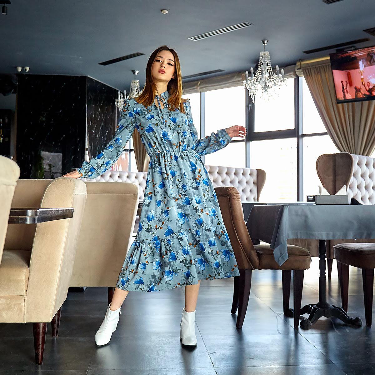 Платье с цветочным принтом синее