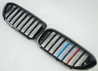 Решетки радиатора ноздри BMW 5 G30 стиль M Performance (черный глянц + м полоски)